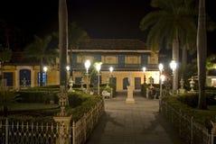 广场特立尼达,古巴市长在夜之前, 免版税库存照片