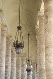广场的圣・ Pietro (圣皮特的)柱廊 免版税库存图片