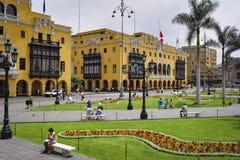 广场阿玛斯市长的利马市政大厦市政厅 库存照片