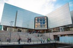 `广场`是在正方形的现代设计大厦在Chatswood, NSW 免版税库存照片