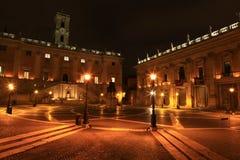 广场Campidoglio在晚上,罗马,意大利 免版税库存照片
