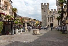 广场Castello在西尔苗内,加尔达湖 库存图片