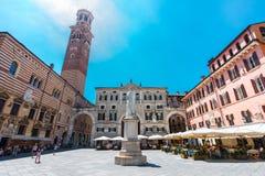 广场dei维罗纳,意大利绅士, 库存图片