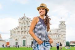 广场dei miracoli的,比萨,托斯卡纳,意大利妇女 免版税库存图片