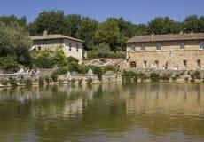 广场delle sorgenti中世纪正方形在Bagno Vignoni 免版税库存照片