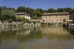 广场delle sorgenti中世纪正方形在Bagno Vignoni 库存图片