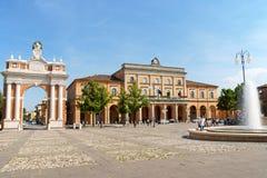 广场Marconi在Santarcangelo di Romagna,意大利 免版税库存图片