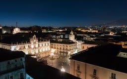 广场Universita `夜视图在卡塔尼亚,从上面看 库存图片