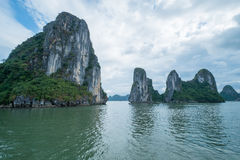 广宁省,越南, 2015 11月12日,岩石在下龙湾,广宁省,越南 免版税库存图片