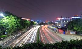 广州街道交通夜视域 免版税库存图片