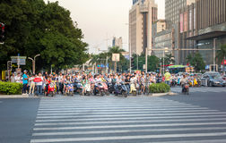 广州,中国- 2016年9月19日:广州拥挤的街  图库摄影