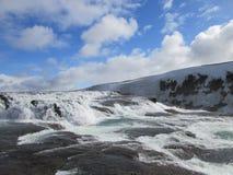 庄严冰岛瀑布在春天 免版税库存图片