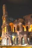 庄严古老罗马斗兽场在夜之前在罗马,意大利 免版税库存图片