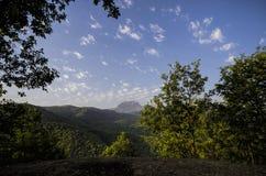 庄严多云山风景 严重的天空云彩 阿塞拜疆,大高加索山脉 ganja 免版税图库摄影