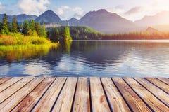 庄严山湖在国家公园高Tatra Strbske普莱索,斯洛伐克 免版税库存照片