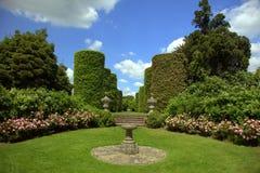 庄严英国庭院的家 库存图片