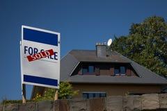 庄园房子例证实际被出售的向量 库存图片