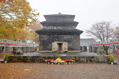 庆州,韩国- 2014年10月20日:在Bunhwang Te的Mojeonseoktap 免版税图库摄影