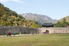 闻庆市,韩国- 2014年10月14日:Mungyeongsaej第一个门  库存图片