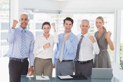 庆祝一个好工作的企业队 库存图片