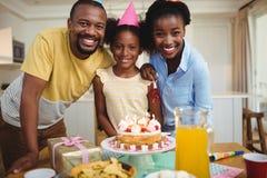 庆祝一个生日的家庭画象 图库摄影