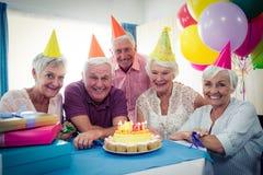 庆祝一个生日的小组前辈 库存图片