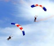 庆祝上涨军人跳伞 免版税图库摄影