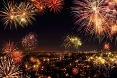 庆祝与烟花的全城市 免版税库存图片