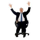 庆祝他的成功的兴奋生意人 免版税库存图片