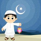 庆祝伊斯兰教的节日的逗人喜爱的男孩 库存例证