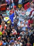 庆祝传统Songkran新年节日的人人群  免版税库存照片