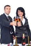 庆祝圣诞节夫妇典雅敬酒 免版税库存照片