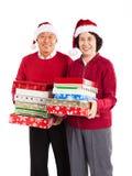 庆祝圣诞节夫妇前辈的亚洲人 免版税库存照片