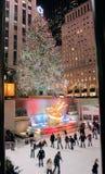 庆祝圣诞节照明设备洛克菲勒结构树 免版税库存图片