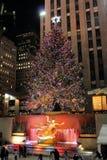 庆祝圣诞节照明设备洛克菲勒结构树 免版税库存照片