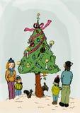 庆祝圣诞节的家庭外面 免版税库存图片