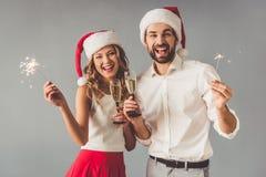 庆祝圣诞节的美好的夫妇 库存图片