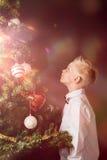 庆祝圣诞节的魔术小男孩 库存照片