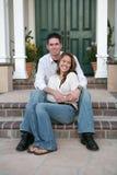 庆祝在家新的夫妇 免版税库存照片
