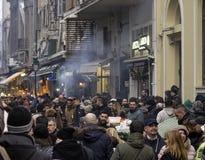庆祝在新年的前夕的人群 免版税库存图片