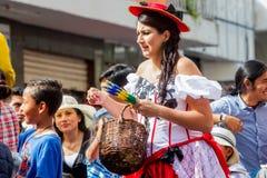庆祝在街道上的孕妇狂欢节 库存照片
