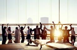 庆祝在证券交易经纪人行情室的企业队 免版税库存图片