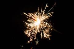 庆祝在黑背景的党闪烁发光物小的烟花 免版税库存照片