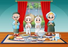 庆祝在Iftar党的回教家庭Eid 库存例证