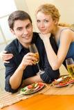 庆祝夫妇年轻人 免版税库存照片