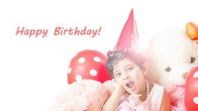 庆祝她的生日的逗人喜爱的矮小的女婴 免版税库存图片