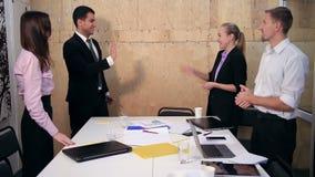 庆祝成功的愉快的企业队在办公室 影视素材