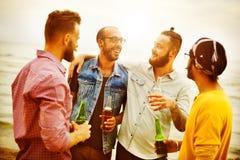 庆祝欢呼一起喝朋友概念的行家 图库摄影