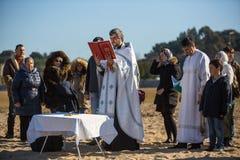 庆祝沐浴在俄罗斯正教会教区的杜罗河河的耶稣和突然显现洗礼  免版税库存照片