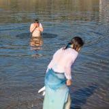庆祝沐浴在俄罗斯正教会教区的杜罗河河的耶稣和突然显现洗礼  免版税库存图片